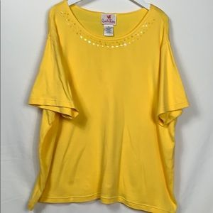 Quacker Factory yellow top size 2X short sleeved
